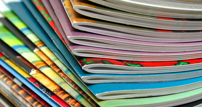 Zeitschriftenstapel; Copyright: Tan Wei ming (Thinkstock)
